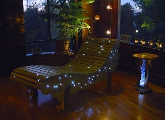 Treetop Chaise, lounge chair illuminata da LED