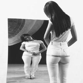 Anoressia: inizia a colpire pure le bimbe