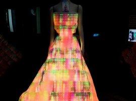 GalaxyDress, l'abito da sera fatto di LED e swarovski