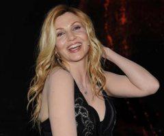 Lorella Cuccarini si spoglia al Festival di Sanremo