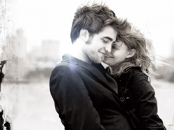 """Remember Me"": Robert Pattinson ed Emilie De Ravin nella clip ""Cosa stai facendo?"""