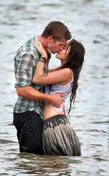 "Miley Cyrus e Liam Hemsworth: baci rubati sul set di ""The Last Song"""