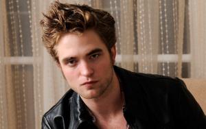 Robert Pattinson ammira gli attori dei film porno, le scene di sesso non sono semplici