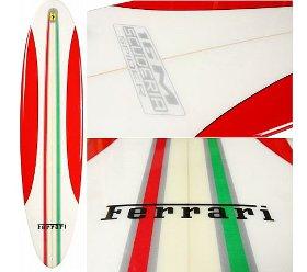 Tavola da surf Ferrari, il cavallino rampante sulla cresta dell'onda
