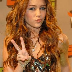 Salta l'incontro tra Miley Cyrus e i fan: colpa del vulcano islandese