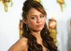 Miley Cyrus protagonista di un video hot: balla una sexy lap dance con un 44enne