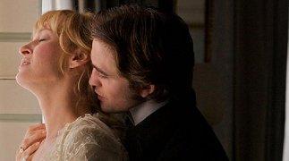 La prima immagine ufficiale di Robert Pattinson e Uma Thurman in
