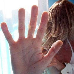 Donne ancora vittime di stalking estremo: lei lo respinge, lui le da fuoco