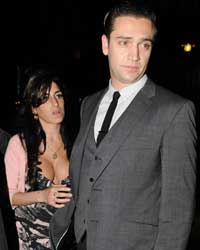 Amy Winehouse divisa tra Reg Traviss e l'ex marito Blake Fielder-Civil