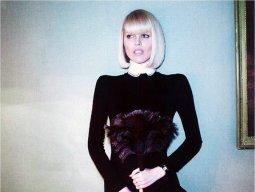Eva Herzigova posa per Vogue Italia: ecco le immagini