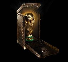 La Coppa del Mondo di Calcio avrà un cofanetto Louis Vuitton