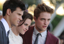 "Robert Pattinson, Kristen Stewart e Taylor Lautner: video della premiere di ""Eclipse"" a Los Angeles"