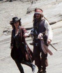 Pirati dei Caraibi 4: Johnny Depp, Penelope Cruz e la nuova nave in foto. Rilasciati tre video