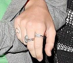 Miley Cyrus: foto del nuovo tatuaggio e a Los Angeles col fratello Braison