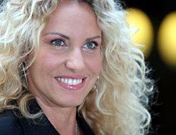 Antonella Clerici balla come Shakira e pareggia in ascolti con Gabriel Garko