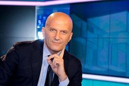 Il TG1 omette gli insulti di Umberto Bossi, in rete spopola il Waka Waka anti Augusto Minzolini