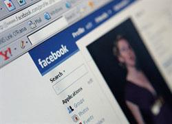 Ricattava ragazze con fotomontaggi porno su Facebook