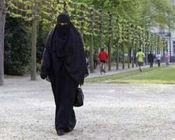 La Francia sancisce lo stop definitivo al burqa. Mara Carfagna spera lo stesso per l'Italia