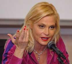 Simona Ventura dice basta agli SMS a