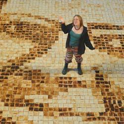 Arte e cucina: ritrae la suocera con diecimila fette di pane