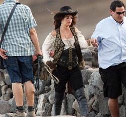 Pirati dei Caraibi 4: Penelope Cruz e Johnny Depp in foto sul set di Greenwich