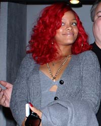 Cos'è successo a Rihanna? Eccola gonfia e irriconoscibile a Beverly Hills