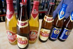 Dopo quasi 100 anni, le donne indiane possono servire alcolici