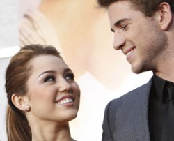 "Miley Cyrus e Liam Hemsworth ai Kids Choice Awards battono ""Twilight"". I video"