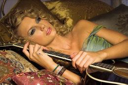 X-Factor: stasera arrivano Taylor Swift e un nuovo concorrente