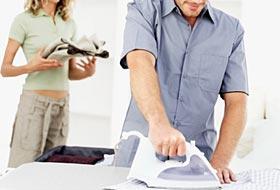 Sempre più uomini diventano casalinghi