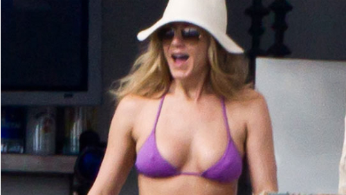 Jennifer Aniston in bikini in Messico: prove per conquistare Robert Pattinson?
