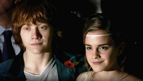 Rupert Grint che bacia Emma Watson in Harry Potter 7