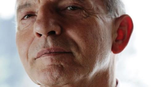 Aldo Busi a Domenica Cinque: picchiato a sangue dal padre