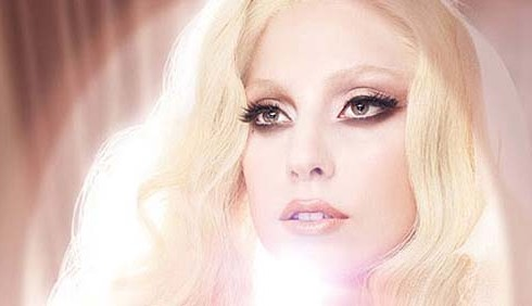 Lady Gaga eterea testimonial della Mac Cosmetics