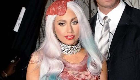 Moda, Lady Gaga: il Time premia l'abito in vera carne