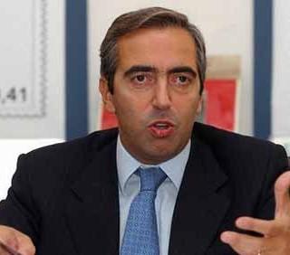 """Maurizio Gasparri attacca Pippo Baudo: """"Perché non va in pensione?"""""""