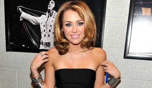 Miley Cyrus dopo lo scandalo droga già sul set di