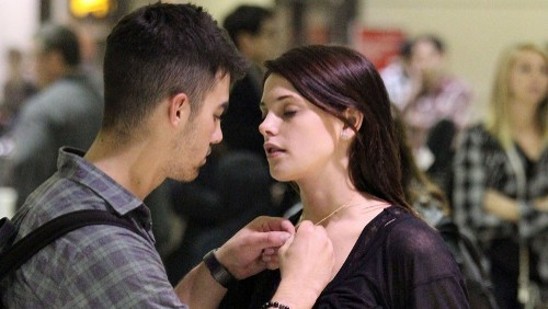 Joe Jonas regala ad Ashley Greene un anello di diamanti