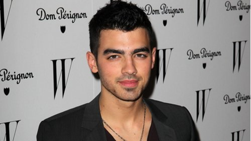 Joe Jonas al party W Magazine Golden Globes senza Ashley Greene