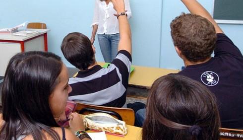 Sesso, insegnante lo fa con cinque studenti