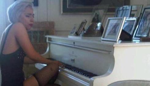 Lady Gaga come John Lennon per Elton John