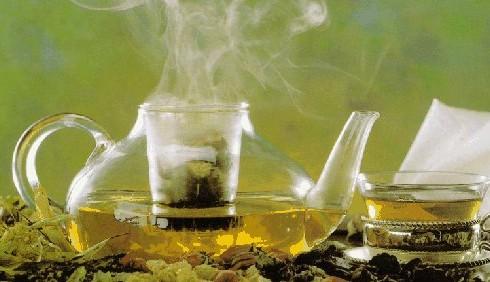 Tisane e centrifugati per la dieta detox