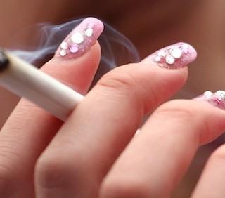 Cancro al seno, il fumo è una delle cause