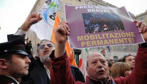 Ignazio La Russa contestato a Montecitorio