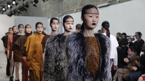 Parigi Fashion Week, sfilate del secondo giorno