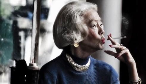 Cancro al seno: con il fumo più rischi per le donne adulte