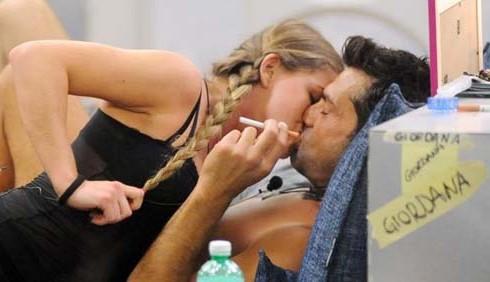 Giordana Sali sexy per Jimmy Barba: il bacio