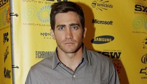 Jake Gyllenhaal, scontro con un paparazzo in bagno
