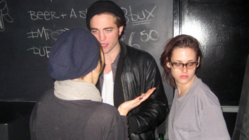 Robert Pattinson e Kristen Stewart mano nella mano, video