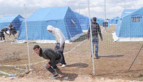 Lampedusa e Manduria: l'emergenza sbarchi prosegue
